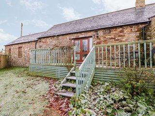 THE BYRE, pet friendly, character holiday cottage, with hot tub in Milton, Ref