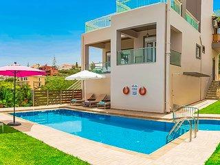 Villa Panagiotis✔️private pool✔️close to the amazing 'Agioi apostoloi' beach