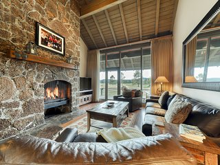 NEW LISTING! Beautiful Sunriver condo w/ stunning views & space for everyone!