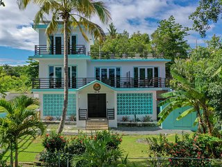 ★The Beach Pad | Sleeps 24 | Steps to Sandy Beach, Bars & Restaurants ★