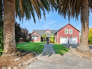 Modern Sonoma Farmhouse with Large Gourmet Kitchen 1 mile from Sonoma Square