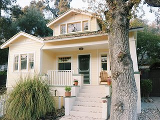 Charming Sunny Downtown Getaway!
