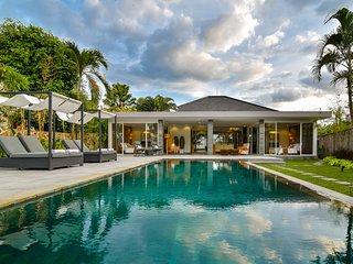 Villa Lou - Private Beachfront Villa