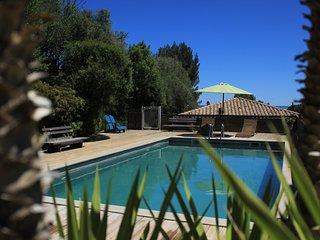 La poussada, cottage écologique, vue mer, piscine.