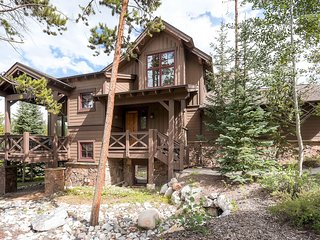 Great Location on Peak 8-Easy Gondola Access to Slopes and Town-Private Hot Tub