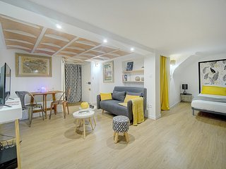 Ideal cozy studio with balcony in the Old Town of Nice by EasyBNB