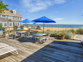 #119: Great location off of Commercial St with community beach and sundeck!