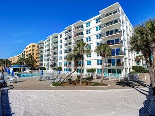 Sea Oats - beachside, spacious and close to everything on Okaloosa Island