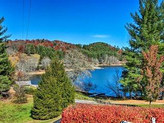 NEW! Lake Glenville Cabin w/ Dock, Kayaks & Views