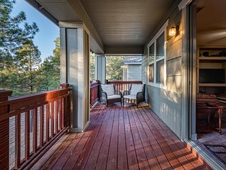 NEW LISTING!! Large Flagstaff family home close to trails w/ free Wifi