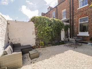 WEST CLIFF APARTMENT, WiFi, open-plan, Whitby