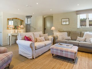 Classic Cotswolds Getaway in Radcot