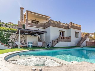 Beautiful home in Viñuela w/ WiFi, Outdoor swimming pool and 3 Bedrooms