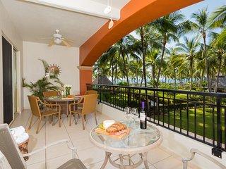 Soak up the sun! Perfect location and views! Playa Royale Beachfront Resort