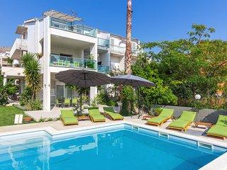 Villa Juradin Garden apartment - charming apartment with private pool in villa