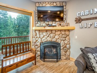 Giant, lodge-style home w/ deck & game room - three miles to Shaver Lake