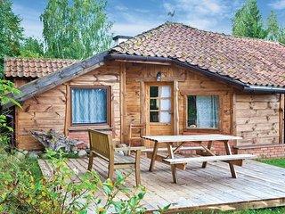 Amazing home in Milakowo w/ 3 Bedrooms (PMA347)