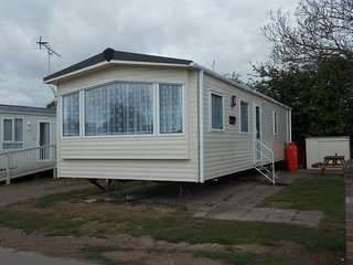 Ruby rated caravan for hire at Oaklands holiday park ref 39019