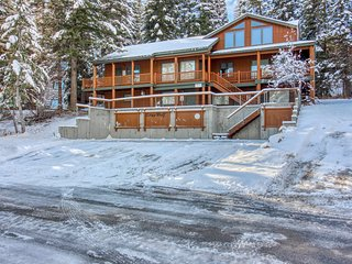 Mountain condo w/ gas fireplace & views - within walking distance to ski resort!