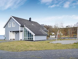 Awesome home in Bjoa w/ Sauna and 4 Bedrooms