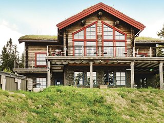 Awesome home in Trysil w/ Sauna and 10 Bedrooms