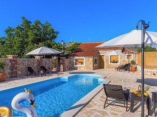 Nice home in Danilo w/ WiFi, 6 Bedrooms and Outdoor swimming pool (CDJ605)