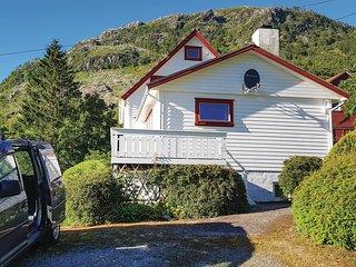 Nice home in Matre w/ 3 Bedrooms