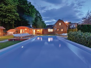 Nice home in Beretinec w/ Sauna, WiFi and Outdoor swimming pool