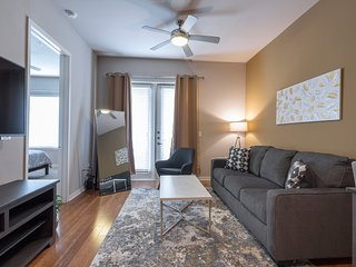 LUXURIOUS - KING SIZED BED - MED CENTER FULLY EQUIPPED CONDO