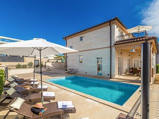 Exquisite luxury Villa -  heated private pool, jacuzzi, sauna, terrace with sea