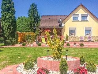 Stunning home in Balatongyörök w/ WiFi and 4 Bedrooms (UBN436)