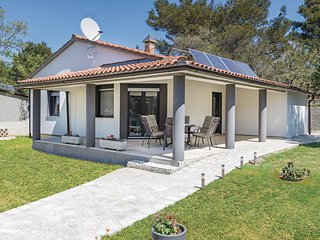 Awesome home in Fazana w/ WiFi and 3 Bedrooms