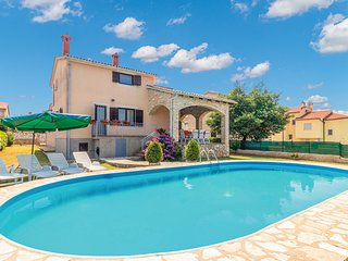 Nice home in Pula w/ WiFi and 4 Bedrooms (CIP656)