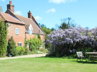 Grove Farm House - Spacious Farmhouse ideal for family gatherings/celebrations