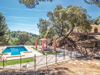 Awesome home in Andujar w/ Outdoor swimming pool, Outdoor swimming pool and 2 Be