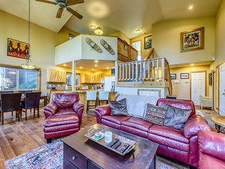 Spacious lodge w/ shared pool & hot tub - near lake, ski resorts, & town