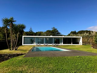 VILLA AZOREA- HIGH STANDING CONTEMPORARY PROPERTY FACING OCEAN