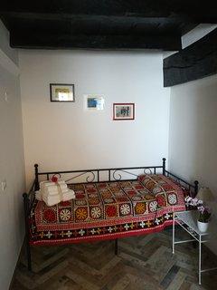 Cameretta fornita di armadio a due ante, comodino, presa PC, possibilita secondo letto singolo