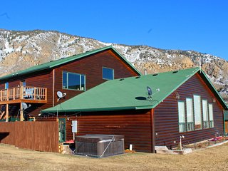 Bison Lodge ~ Large home close to Yellowstone with Amazing Views