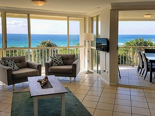 Million dollar views on Straddie! Watch whales from comfort of home!