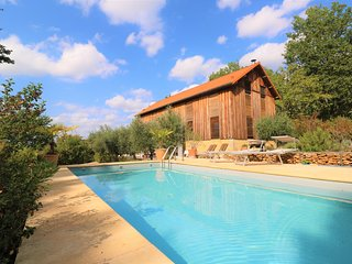 TOBACCO BARN RENOVATED AS A LOFT WITH HEATED POOL, GARDEN AND VIEWS CLOSE SARLAT