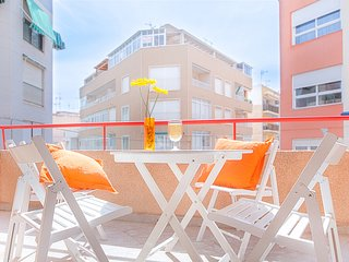 FLORI'S TERRACE: Apartment in Torrevieja city center. Parking. WIFI