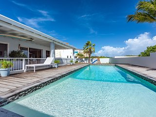 Modern Villa walking distance to Palm Beach