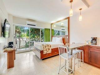 Perfect for Pairs! Modern Beach Studio w/Kitchenette, Free WiFi–Waikiki Shore