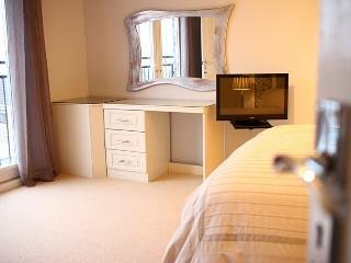 Beautiful, large bedroom en suite