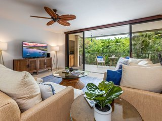 Beachside Kona Resort Condo w/Pool, Views, & A/C!