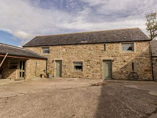 STONE ACRE BARN, ground floor wet room, all bedrooms en-suite, pet-friendly