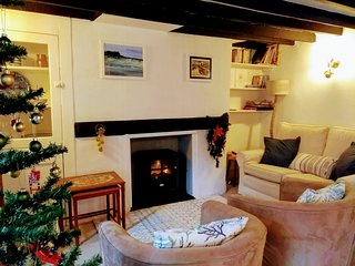 Rosemary Cottage, characterful and cosy, close to harbour and town