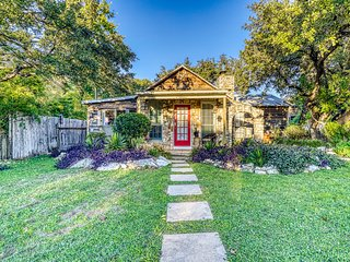 Western-themed, lakefront home w/private gas grill, lawn, & more - dogs ok!