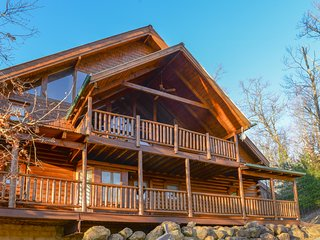 Spacious cabin w/ private hot tub, fireplace, views, & access to shared pool!